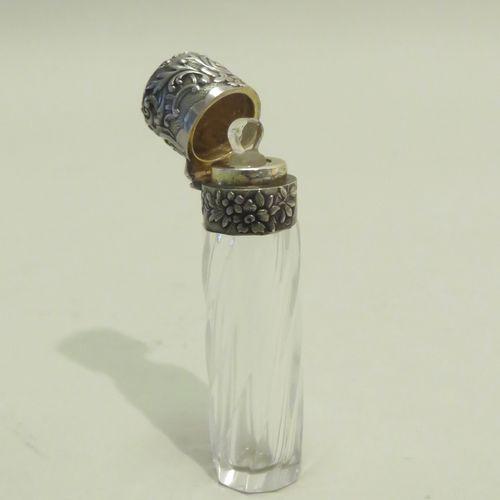 Ravissant flacon à parfum de voyage, en verre torsadé et argent à décor de volut…