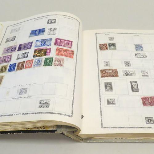 Album de timbres divers (France et étranger). En l'état.