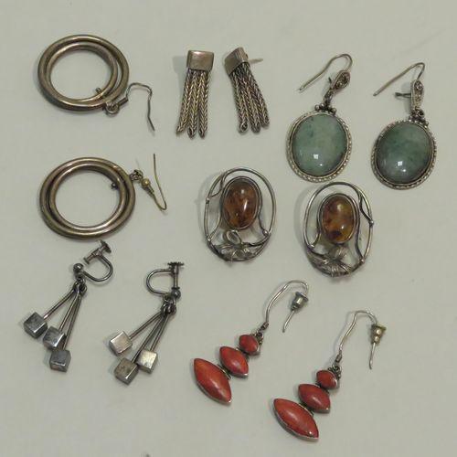 Lot de six belles paires de boucles d'oreilles/boutons d'oreilles en argent. Poi…