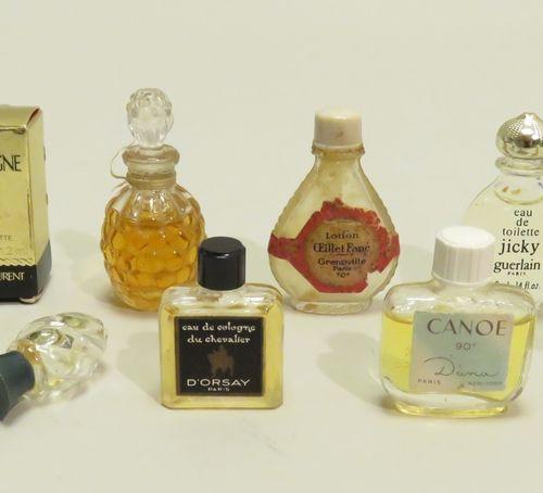 Lot de miniatures anciennes comprenant 8 miniatures sans boîtes et 1  avec boîte…