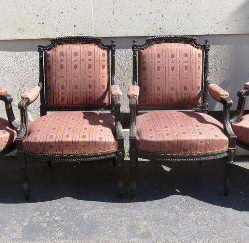 Suite de six fauteuils en bois noirci et doré, les accotoirs sculptées d'acanthe…