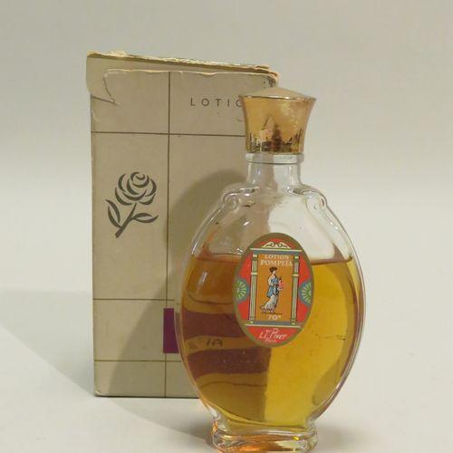 L.T. PIVER « Pompeïa »  Flacon en verre de forme ovale, bouchon doré, belle étiq…
