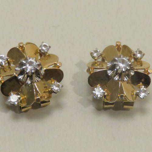 Belle paire de clips d'oreilles pouvant former boutons d'oreilles. En or jaune e…