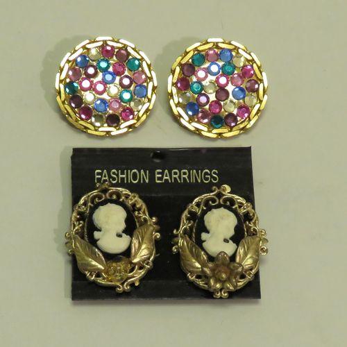 Bijoux  Lot de paires de boucles d'oreilles figurant un camée à clips et une pai…