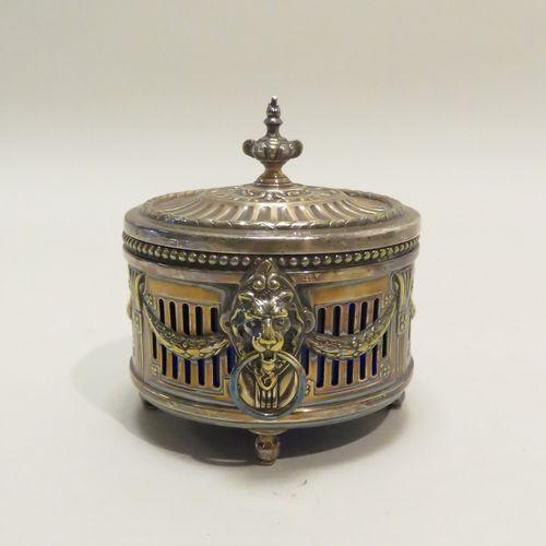 WMFG. Pièce de forme quadripode en métal argenté ajouré, à décor dans le goût né…