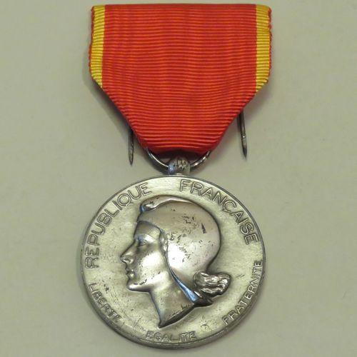"""Médaille en argent """"R.F., La Société Industrielle de L'Est"""", avec ruban. Poids b…"""