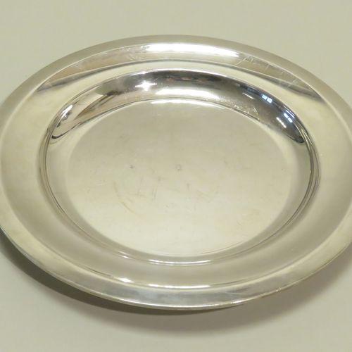 CHRISTOFLE, France. Plat creux circulaire en métal argenté, à corps uni. 3 x 27,…