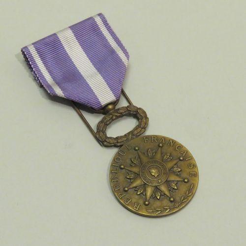 """Médaille en bronze doré """"Ligue française d'entre'aide social et philanthropique,…"""
