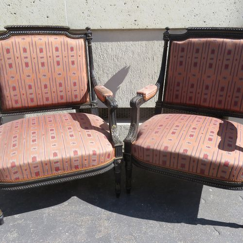 Suite de six fauteuils (4 petits et 2 grands) en bois noirci et doré, les accoto…