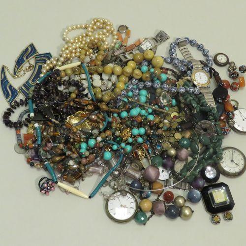 Important lot de bijoux fantaisies divers (dont montres gousset/col, colliers, b…