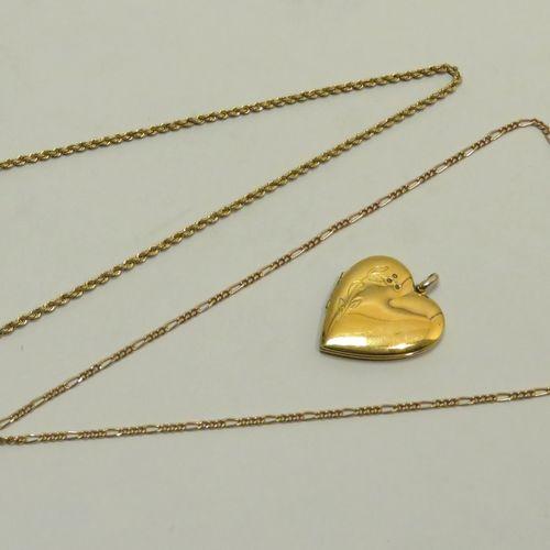 Lot de trois bijoux divers (pendentif cœur, chaîne à mailles gourmettes avec pen…