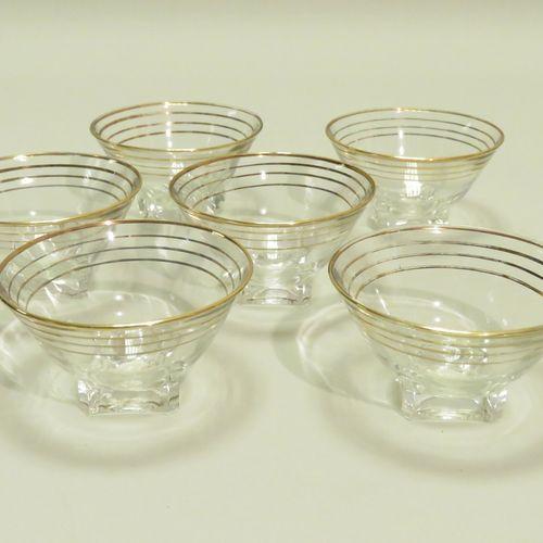 Ensemble de six coupes à sorbets en verre et rainures en dorée. 6 x 9,5 cm.