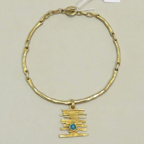 COURVOISIER. Collier semi rigide et pendentif fantaisie. Signé. Long : 42 cm.