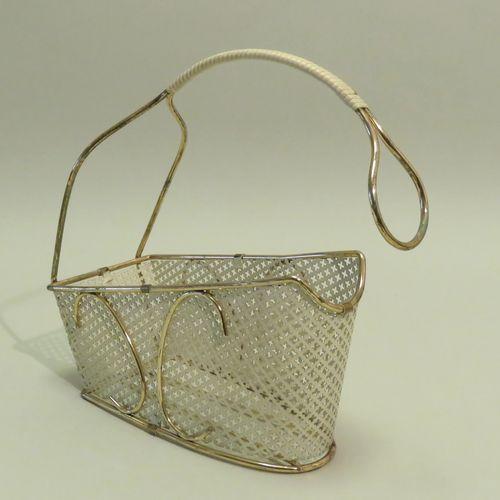 Mathieu MATÉGOT (1910 2001). Porte bouteille de table en métal laqué blanc et pe…