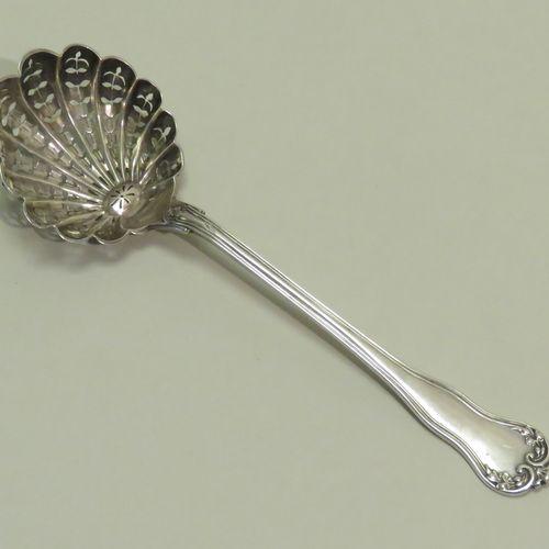 Orfèvre : L.F. Cuillère à saupoudrer en argent, le cuilleron formant coquille st…