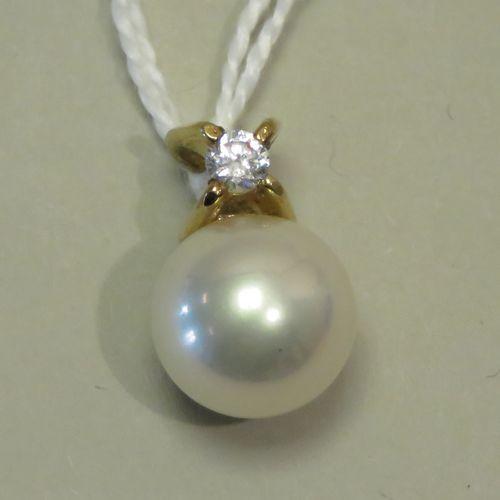 Pendentif en argent vermeillé serti d'un faux diamant et d'une perles de synthès…