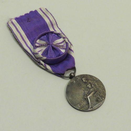 """Médaille en bronze argenté """"Médaille d'Honneur Des Services Bénévoles"""" avec ruba…"""