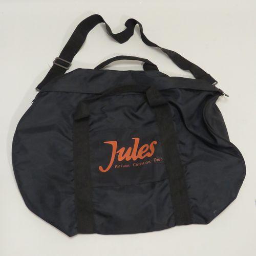 CHRISTIAN DIOR « Jules »  Sac de sport de couleur noire, titré sur une face en l…