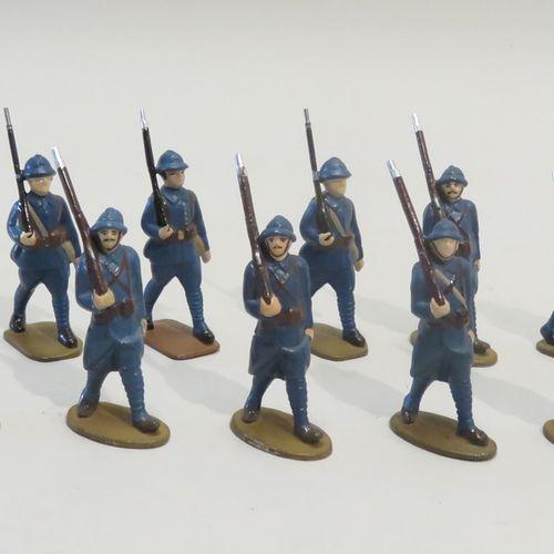 QUIRALU. Lot de dix fantassins aux armes défilant (France, Ière Guerre Mondiale)…