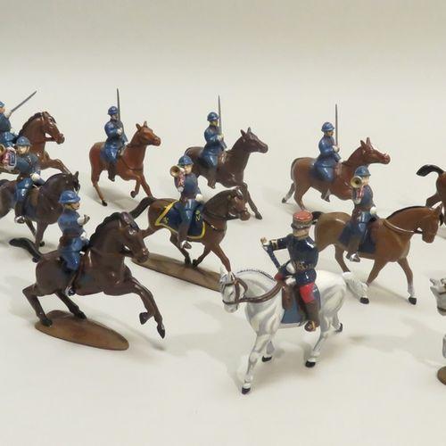 QUIRALU. Ensemble de treize cavaliers avec montures (Ière Guerre Mondiale) , en …