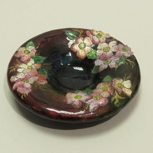 Camille FAURÉ (1874 1956). Beau cendrier en cuivre à décor floral en émaux de Li…