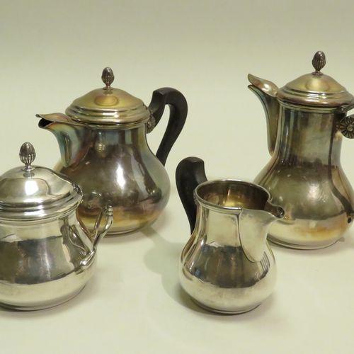 Service à thé/café de quatre pièces, en métal argenté et à corps unis, les prise…