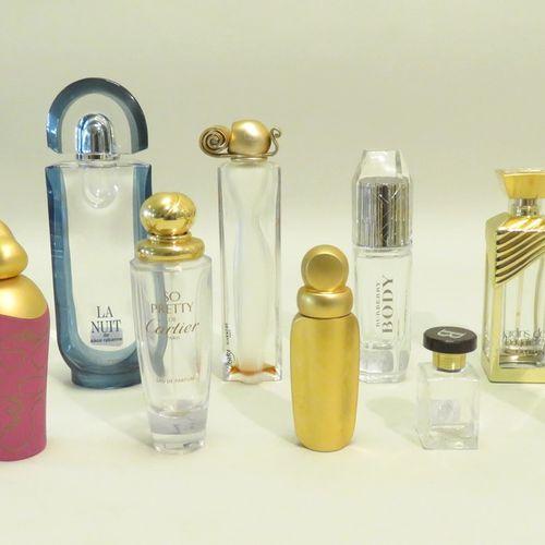 Lot de dix flacons divers en verre (Givenchy, Guerlain, Ricci, Cartier, Bouchero…