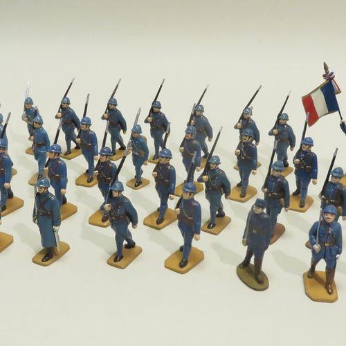 QUIRALU. Ensemble de trente quatre soldats (France, Ière Guerre Mondiale) en alu…
