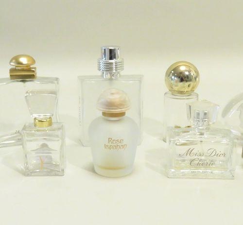 Lot de dix flacons divers en verre (Guess, Mara, Hermès, Dior, Cerruti...). 12.5…