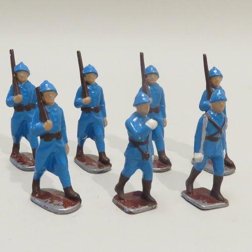 QUIRALU. Lot de sept soldats aux armes(France, Ière Guerre Mondiale) en aluminiu…