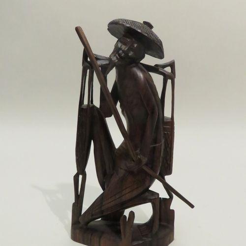 Sculpture en bois teinté figurant un paysan chinois. Chine, Xxème siècle. 20,5 x…
