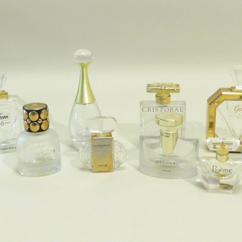 Lot de dix flacons divers en verre (Van Cleef & Arpels, Lancôme, Ricci, Dior, Bu…