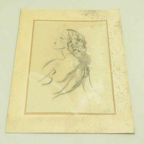 Ecole française du Xxème siècle. Profil de femme. Fusain sur papier, porte une s…