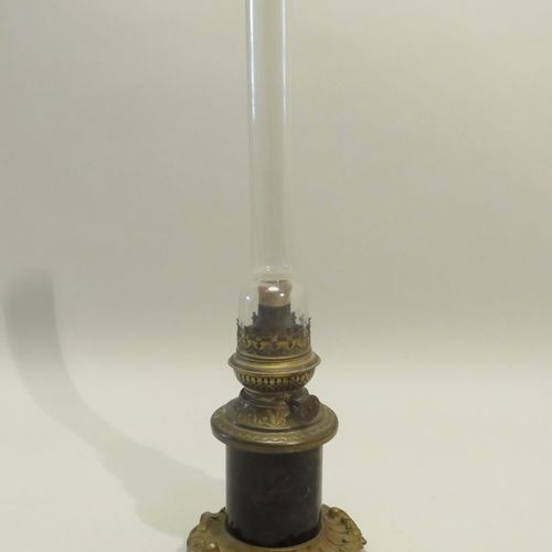 Pied de lampe pétrole, garniture en régule, cerclage à l'imitation de l'écaille …