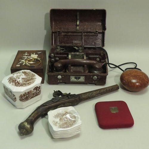 Petit lot d'objets divers en vrac 1 caisse (non fournie).