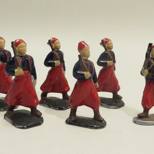 "QUIRALU. Ensemble de six ""Zouaves"" (fusiles courts), en aluminium peint. 6.5 x 3…"