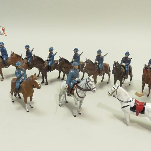 """QUIRALU. Lot de vingt et une pièces """"cavaliers/officiers à cheval"""" (soldats + ch…"""