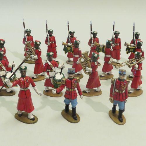 QUIRALU. Ensemble de dix huit soldats en aluminium peint (Maroc). 8 x 3 cm (Gard…