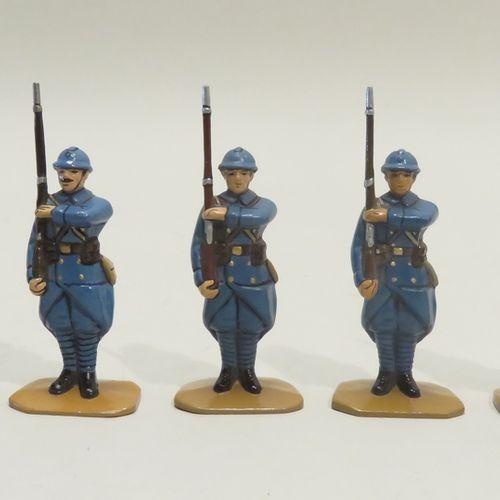 QUIRALU. Ensemble de cinq fantassins présentant les armes (France, Ière Guerre M…