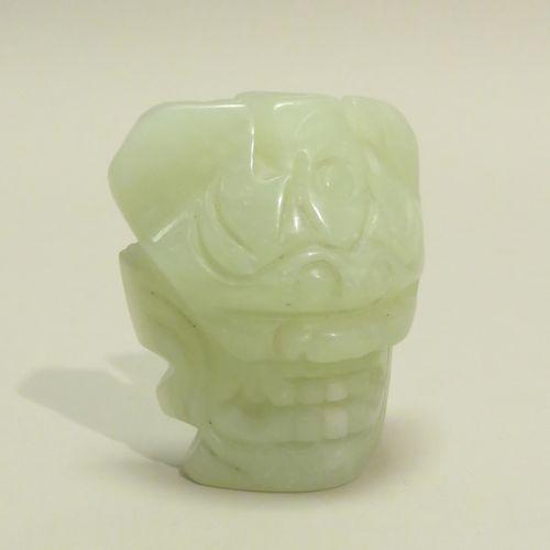 Sujet/élément en serpentine figurant une tête de gardien de temple (lion). Chine…