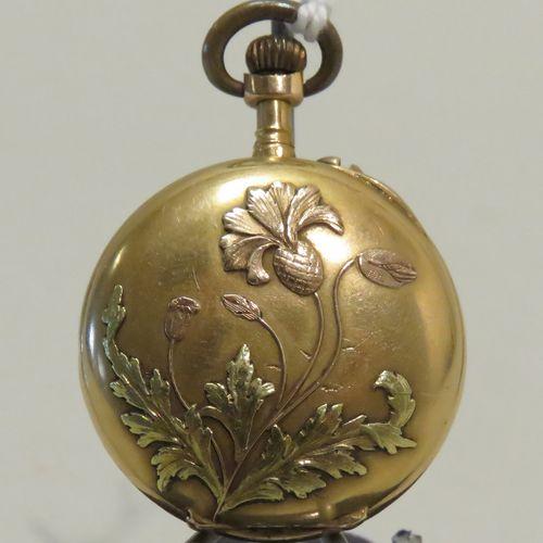 OMEGA. Montre de col en or jaune, le couvercle arrière à décor végétal stylisé e…
