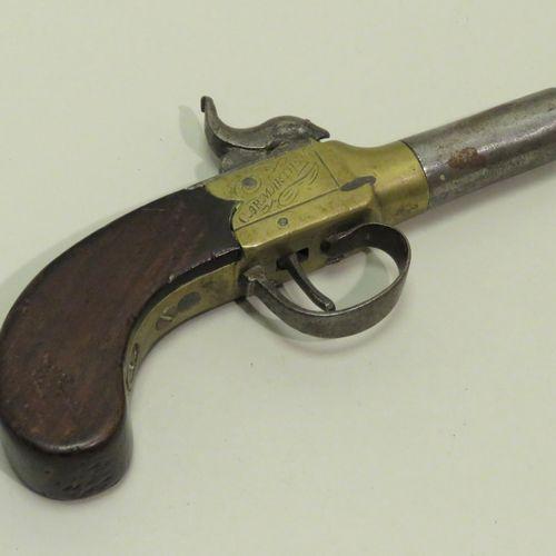 """AR.MARTHE. Pistolet """"à coffre"""" (balle forcée), en acajou, laiton et acier. Plati…"""