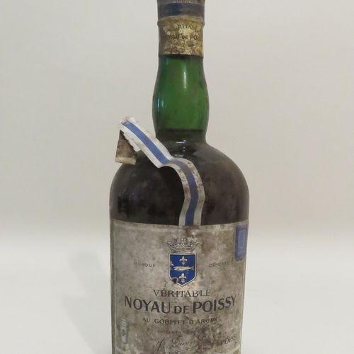 Genuine Noyau De Poissy Au Gobelet D'Argent. 1 Bottle of 70 cl.