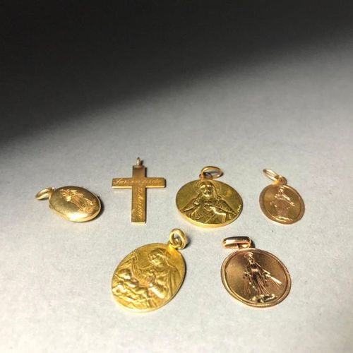 Set of 5 baptismal medals in 18K yellow gold  11.29g