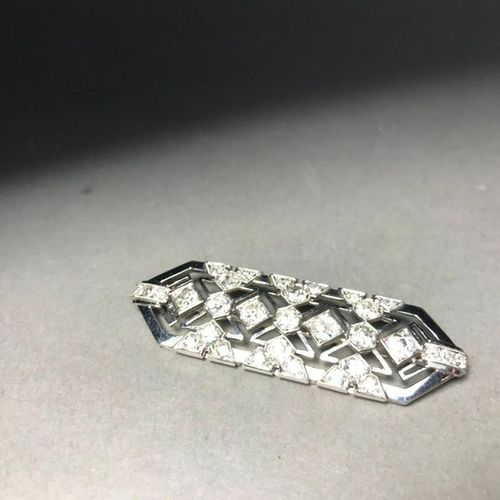 Brooch plate in platinum 850 thousandths openworked with geometrical motifs deco…