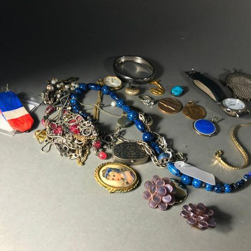 Small lot of Fashion Jewellery and Precious Stones Of which about 80g of silver …