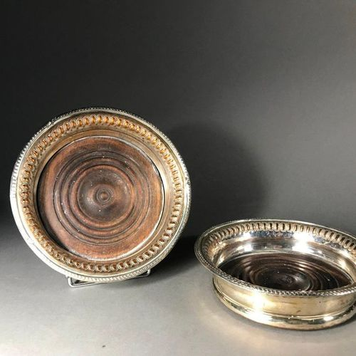 Two silver plated metal coasters with waffle decoration  D. 16 cm