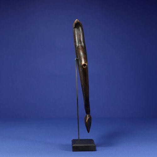 Sifflet. Bois. Un bras cassé et recollé. Nuna, Burkina Faso. H. 30 cm. Provenanc…