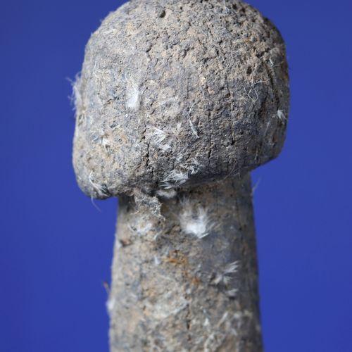 Effigie kpin seblà représentant un ancêtre masculin, la tête posée sur un tronc …