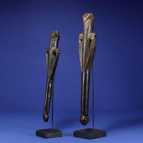 Deux sifflets. Bois. Bwa, Burkina Faso. H. 28 cm et 33 cm. Provenance : Collecti…